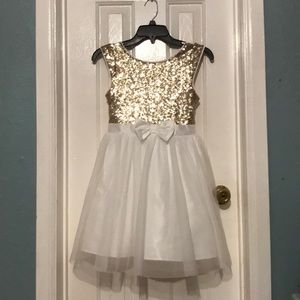 Other - NWT Short Cap Sleeve party dress for girls.